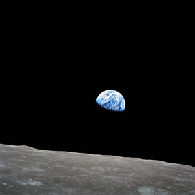 NASA---Earth-Rise---Apollo-8---as08-14-2383-950e7